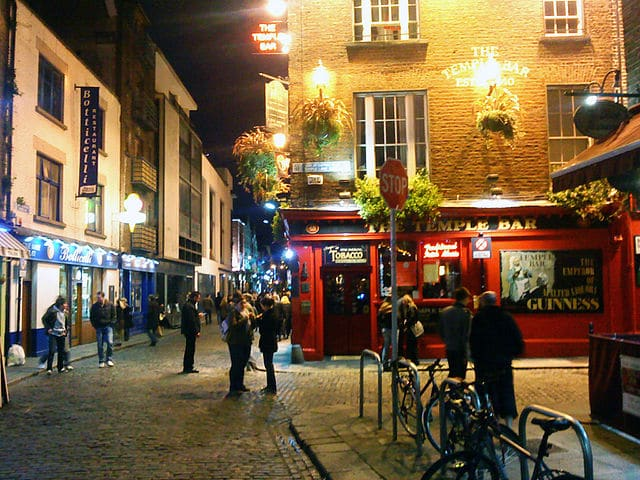 640px-temple_bar_dublin_at_night