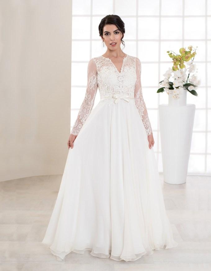Bodenlanges Brautkleid mit langen Ärmeln und Spitze Seitenansicht vorne