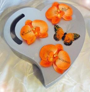 autres-accessoires-urne-mariage-coeur-argent-et-orange-12732335-p27-01-15-jj-20d50_570x0