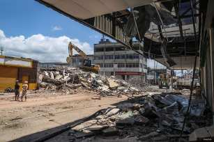 20160420_Aftermath-of-earthquake-in-Ecuador-10