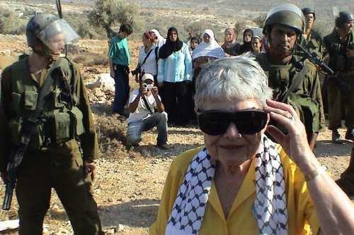 El activismo de Hedy la llevó al pueblo de Bil´in en 2004, 2005 y 2007.