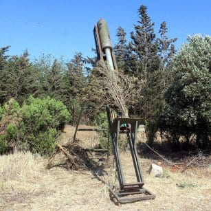 20160506_Syrian-Rebels-load-up-rocket-launchers-and-fire-against-regime-forces-in-aleppo-7