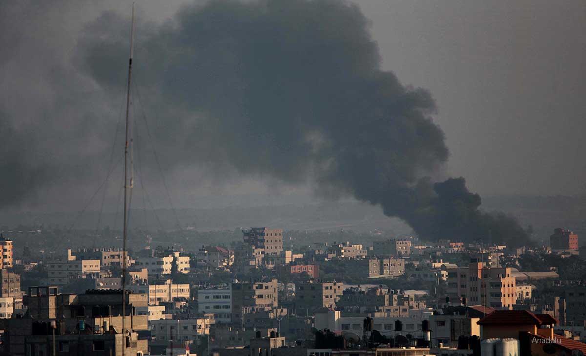 Nubes de humo en el barrio de Shujaya tras un ataque a la Franja de Gaza.