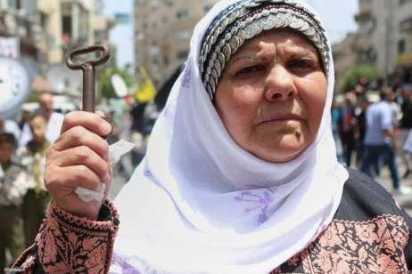 Ramala, Palestina: Una mujer sostiene su derecho al retorno a su hogar en le 68 aniversario de la Nakba.