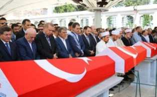 20160717_Erdogan-attends-Funeral-of-democracy-martyrs-in-Istanbul-07