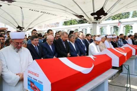 20160717_Erdogan-attends-Funeral-of-democracy-martyrs-in-Istanbul-12