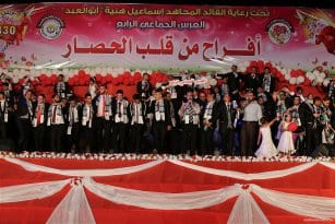 Mass-wedding-takes-place-in-Gaza-with-traditional-Palestinian-dance-called-Dabkeh04