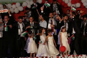 Mass-wedding-takes-place-in-Gaza-with-traditional-Palestinian-dance-called-Dabkeh06