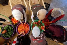 """BEIRUT, LÍBANO: La organización """"Sawa Ramadán Kitchen"""" prepara comidas para antes y después del ayuno para miles de refugiados sirios."""