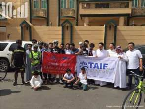 Taif-Cycling-Club-welcomed-Mohammed-cycled-8150-kilometres-from-his-hometown-in-China-to-Saudi-Arabia-to-perform-the-Hajj-2016-05