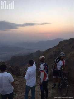 Taif-Cycling-Club-welcomed-Mohammed-cycled-8150-kilometres-from-his-hometown-in-China-to-Saudi-Arabia-to-perform-the-Hajj-2016-08