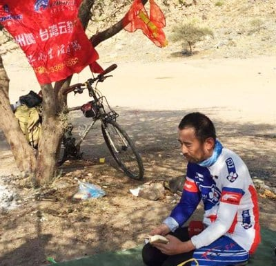 Taif-Cycling-Club-welcomed-Mohammed-cycled-8150-kilometres-from-his-hometown-in-China-to-Saudi-Arabia-to-perform-the-Hajj-2016
