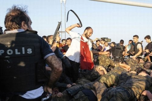 turkish-coup-attempt-turkish-soldiers-being-beaten-2