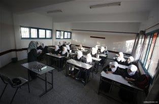 1.2m-Palestinian-students-back-at-school-03