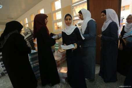 1.2m-Palestinian-students-back-at-school-06