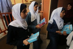 1.2m-Palestinian-students-back-at-school-09