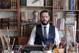 ESTAMBUL, TURQUÍA:- Shadi Eid es un famoso calígrafo que adquirió renombre por ser el encargado de diseñar los dibujos que decoran el reloj de la torre de La Meca.