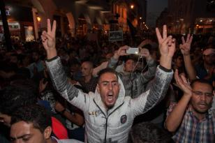 RABAT, MARRUECOS - 30 DE OCTUBRE: pueblo marroquí realizar una protesta frente a Ministerio del Interior en Rabat, Marruecos, después de un pescador Mohcine Fikri, murió aplastado en un camión de la basura. (Jalal Morchidi - Agencia Anadolu)