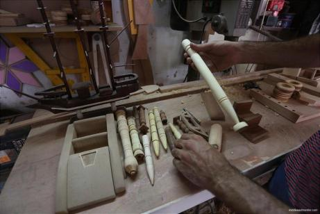 gazan-makes-creates-wooden-toys-for-living-18