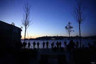 ESTAMBUL, TURQUÍA: Nos despertamos al amanecer para pescar algo.