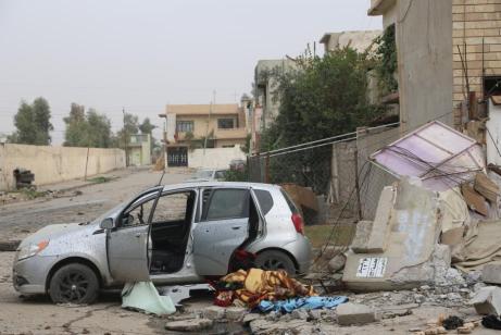 MOSUL, IRAQ - 16 DE NOVIEMBRE: Los vecinos de Zahra en Mosul tras las ruinas causadas por la liberación.