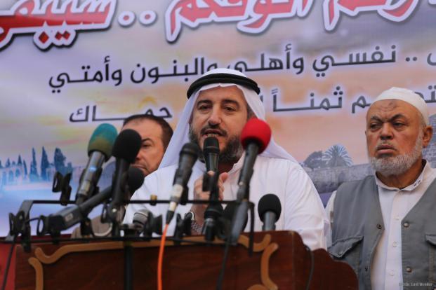 El Dr. Yousef Al-Sharafi, miembro del Consejo Legislativo de Hamas, se dirige al pueblo en la ciudad de Gaza, el 17 de noviembre de 2016