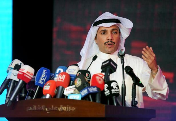 Los kuwaitíes atienden al ex parlamentario Merzuk Ali Alghanim en la región de Abdullah al-Salem antes de las próximas elecciones parlamentarias en Kuwait el 22 de noviembre de 2016 [Jaber Abdulkhaleg / Anadolu]