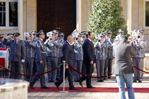 BEIRUT, LÍBANO - 20 DE DICIEMBRE: El primer ministro libanés Saad al-Hariri asiste a la ceremonia de toma de posesión en el palacio del gobierno donde asumió formalmente sus responsabilidades ministeriales el 20 de diciembre de 2016 en Beirut, Líbano. (Ratib Al Safadi - Agencia Anadolu)