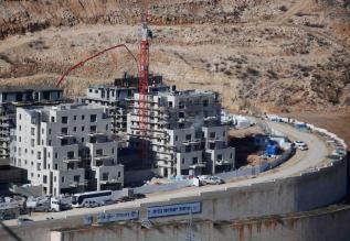 JERUSALÉN - 29 DE DICIEMBRE: Los asentamientos israelíes en tierras palestinas en Jerusalén, el 29 de diciembre de 2016. La construcción de asentamientos israelíes continúan en Ramat Shlomo, un establecimiento judío situado en el este de Jerusalén. Sin embargo, el Consejo de Seguridad de la ONU adoptó una resolución con 14 votos pidiendo a Israel que detenga la construcción de asentamientos y la expansión en los territorios palestinos, Israel anunció la construcción de 5.600 nuevas casas en los territorios palestinos. (Daniel Bar On - Agencia Anadolu)
