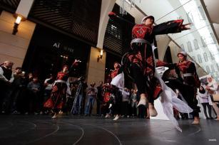 BEIRUT, LÍBANO- Los bailarines participan en el Día Internacional de la Solidaridad con los Palestinos