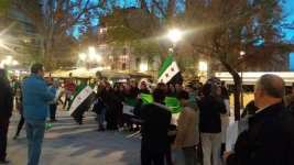 GRANADA, ESPAÑA - Manifestantes en la Fuente de las Batallas salen en solidaridad con Siria. 16 de Diciembre de 2016 [Samara Heredia/ Monitor de Oriente]