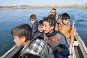 Ambar, Irak : EL río de camino al cole