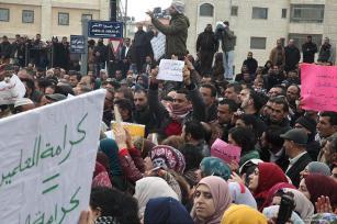 Los maestros palestinos en la Cisjordania ocupada se declaran en huelga, llaman a la Autoridad Palestina para que eleve sus salarios