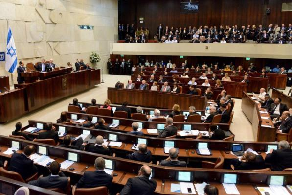 """Israel aprueba la controvertida """"ley de suspensión"""" que se dirige a los miembros árabes de la Knesset. Entonces se convierte en """"proyecto de ley de expulsión"""""""