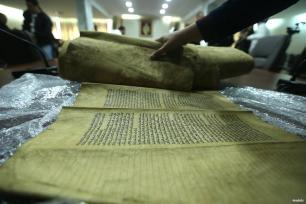 TÚNEZ, TÚNEZ- Descubrimiento de un antiguo manuscrito judío con la Torah que data del siglo XV dC