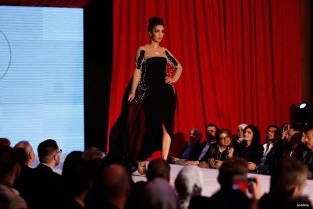 BAGDAD, IRAK- Diseñadores de moda muestran sus modelos durante la Semana de la Moda de Bagdad