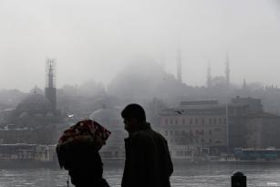 ESTAMBUL, TURQUÍA - Perdidos entre la neblina