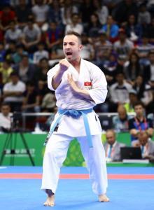 Mehmet Yakan de Turquía gana la medalla de plata tras competir contra el azerí Roman Heydarov en la modalidad de Kárate Masculino durante los Juegos de la Solidaridad Islámica IV en Heydar Aliyev Arena en Baku, Azerbaiyán el 14 de Mayo de 2017 [Resul Rehimov / Agencia Anadolu]