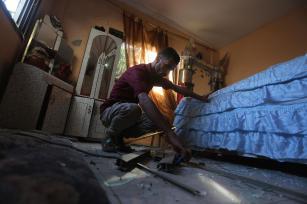 Israel bombardeó dos objetivos de Hamás y un área deshabitada en Gaza el 27 de junio de 2017 (Mohammed Asad/Middle East Monitor)