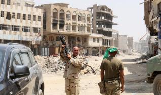 La fuerzas de seguridad iraquíes celebran el fin de la presencia de Daesh en Mosul el 9 de julio de 2017 [Agencia Anadolu / Hemn Baban]