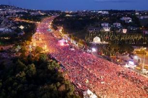 La gente llega desde distintos puntos al Puente de los Mártires para la manifestación que conmemora el día de la Democracia y la Unidad Nacional el 15 de Julio de 2016 ([Stringer / Anadolu Agency]