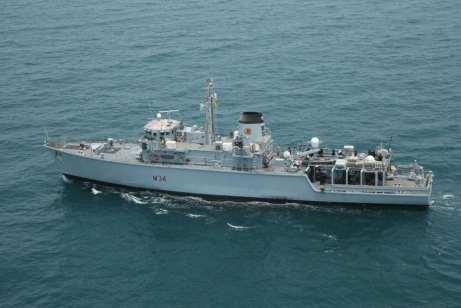 Los buques militares qataríes y británicos asisten a un ejercicio militar conjunto en las aguas territoriales de Qatar en Doha, Qatar el 16 de julio de 2017 [Ministerio de Defensa de Qatar / Agencia Anadolu]