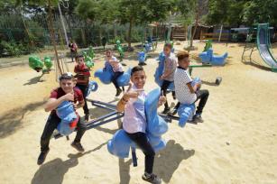 El Cairo, Egipto - Los niños en el parque durante el día del Eid ( fiesta)