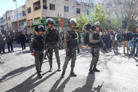 Las fuerzas de ocupación israelíes observan una protesta palestina, 9 de diciembre de 2017 en Jerusalén. [Salih Zeki Fazlıoğlu / Agencia Anadolu]