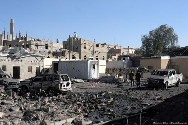 Escena tras el ataque aéreo de la coalición encabezada por Arabia Saudí en Saná, Yemen, 13 de diciembre de 2017 [Mohammed Hamoud - Agencia Anadolu]