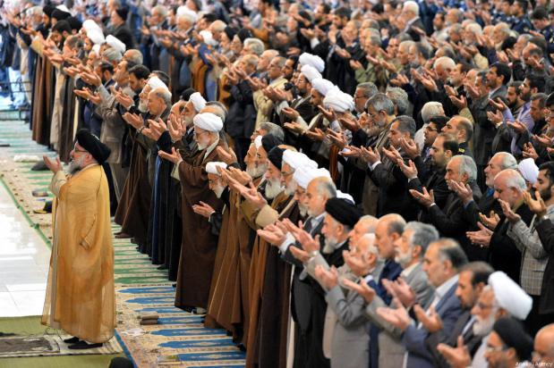 El clérigo iraní Ahmad Khatami dirige la oración del viernes en Teherán, Irán, 5 de enero de 2018 [Fatemeh Bahrami / Agencia Anadolu]