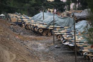 Tanques desplegados en la frontera de Hatay del ejército turco, Turquía, 19 de enero de 2018. (Cem Genco - Agencia de Anadolu)