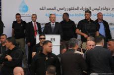 Personas reunidas tras el intento de asesinato del primer ministro palestino Rami Hamadallah, Gaza, 13 de marzo de 2018 [Mohammed Asad / Middle East Monitor]