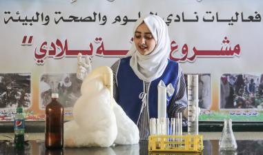 El cierre de las escuelas de la UNRWA impedirá que se cumplan muchos sueños, como el de Iman, que desearía convertirse en científica [Agencia Ali Jadallah / Anadolu]