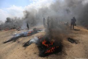 Las fuerzas de ocupación israelíes responden violentamente a los manifestantes palestinos a lo largo de la valla fronteriza, 14 de mayo de 2018 [Mohammed Asad / Middle East Monitor]